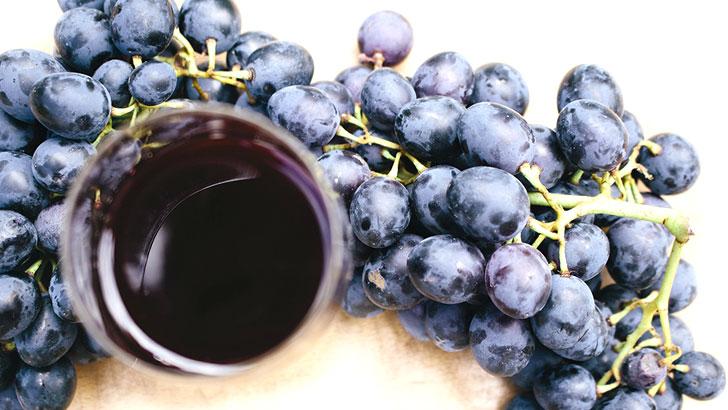 葡萄とぶどうジュースのイメージ